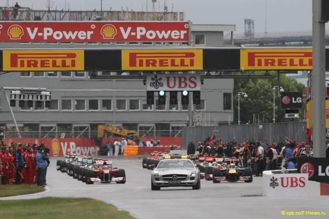 Гран При Канады 2011. Старт за машиной безопасности.
