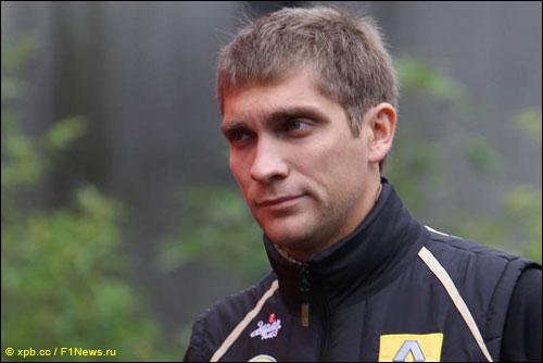 Виталий Петров в паддоке Гран При Бельгии